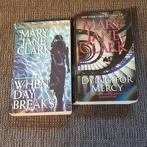 2 Mary Jane Clark Muder Mystery books